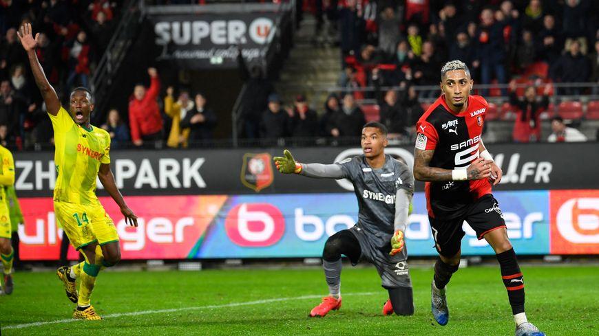 Le but de Raphinha, validé après vidéo, met à terre le FC Nantes.