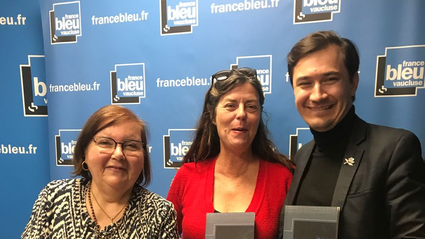 "Rolande FALLERI, Nathalie MAZET et Paulin REYNARD avec le roman ""Lis Iue Gris""."