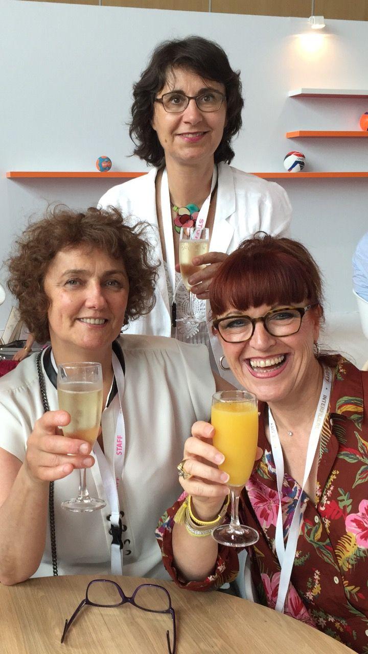 Marie Lise avec Claire et Marie Laure d'Euro Vet' au salon de la lingerie à Paris.