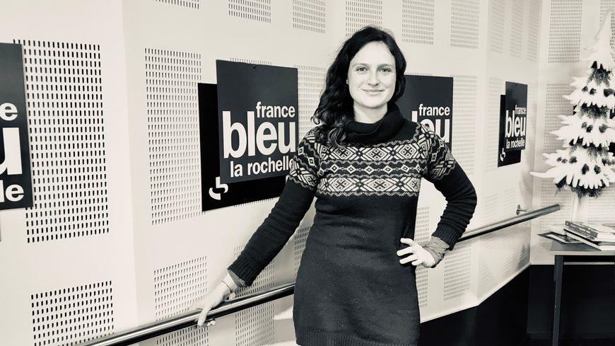 La comédienne Audrey Cadar dans le Studio de France Bleu La Rochelle