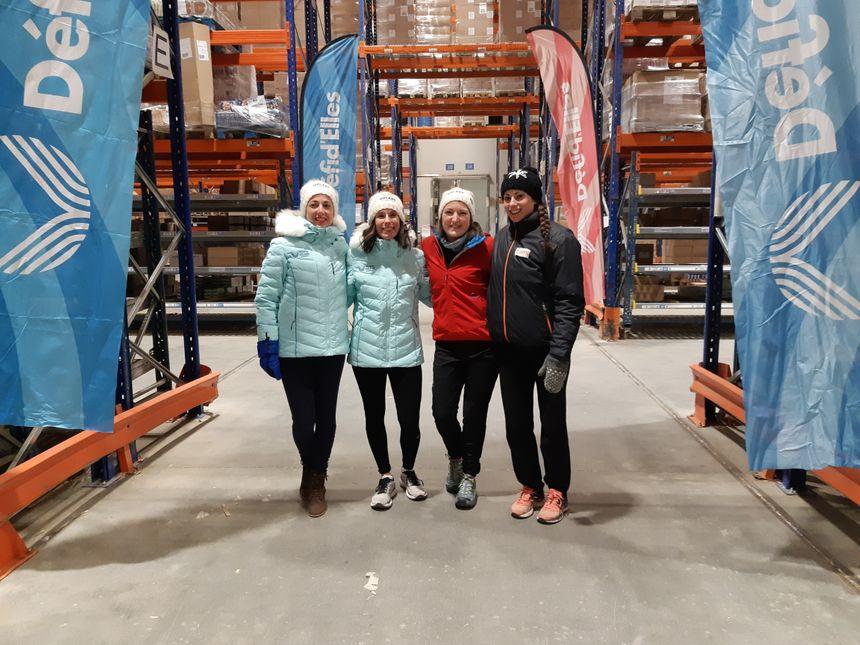 Les trois concurrentes, de gauche à droite Raphaëlle, Clémence, Cyrielle et Lucie qui, praticienne en thérapie sportive qui les entrainait ce lundi soir