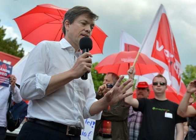 Nicolas Berggruen, durant une manifestation d'employés de Karstadt, le 7 juin 2013, à Berlin (Allemagne).
