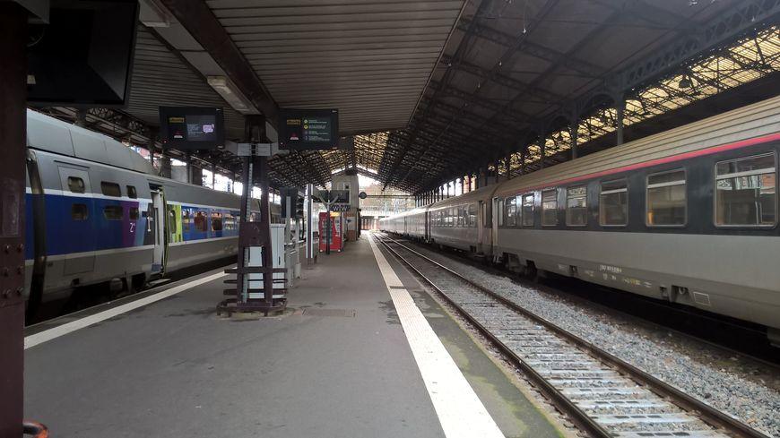 SNCF MatabiauTER TGV trains quai