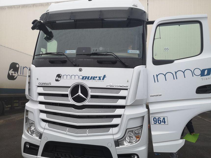 """Les camions """"super lourds"""" de 44 tonnes de l'entreprise Immo Ouest"""