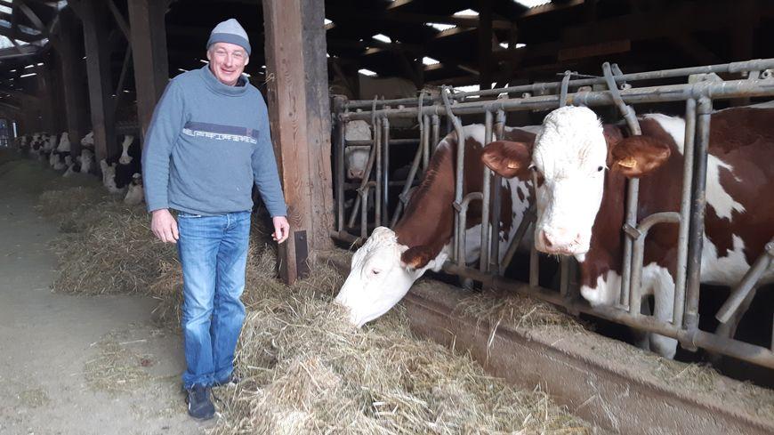 François Ciresa, producteur laitier et maire de Soye
