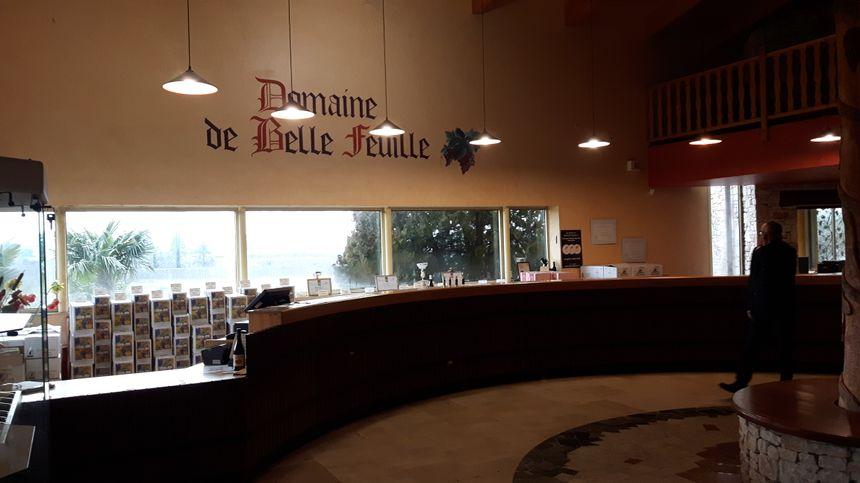 le comptoir de dégustation de la Cave Particulière du Domaine de Belle Feuille