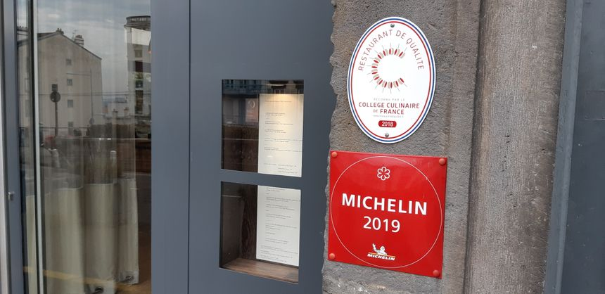 Clermont-Ferrand : le convoité macaron Michelin sur la façade du restaurant L'Ostal