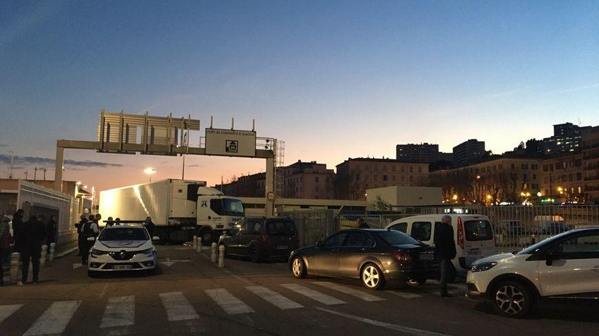 Le port d'Ajaccio bloqué ce lundi soir par les marins STC de la Méridionale (13/01/2020)