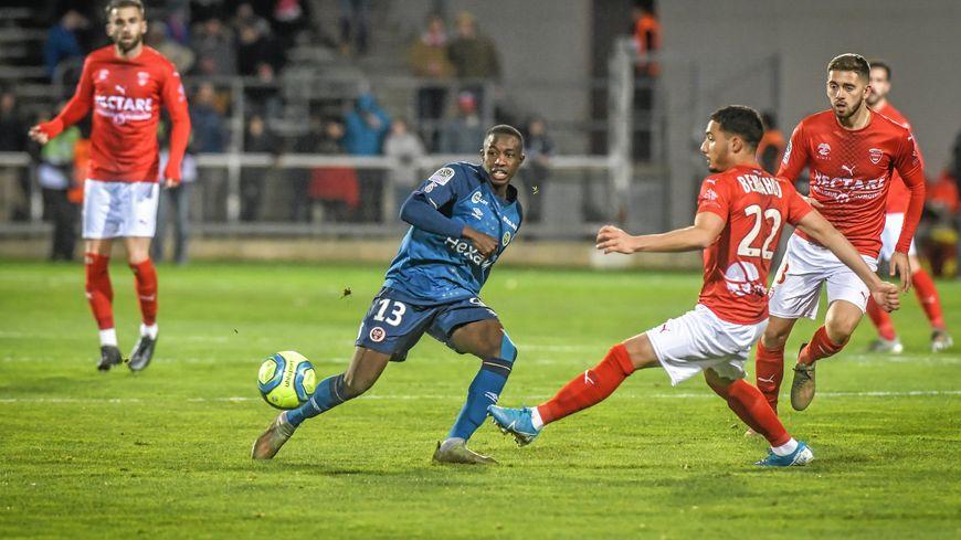 Yassine Benrahou a fait un match extraordinaire pour sa première avec Nîmes contre Reims (2-0)