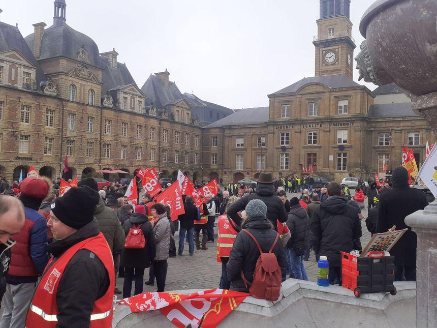 Environ 300 personnes rassemblées à Charleville-Mezières pour le 51e jour de grève contre la réforme des retraites.