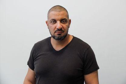 Noam Anouar, policier, ancien de la DRPP, chez lui