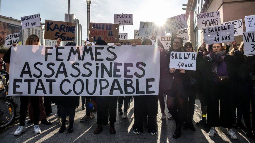 Manifestation lors de la Journée internationale de lutte contre les violence faites aux femmes.