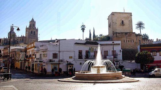 Petite place dans la ville d'Utrera en Espagne.