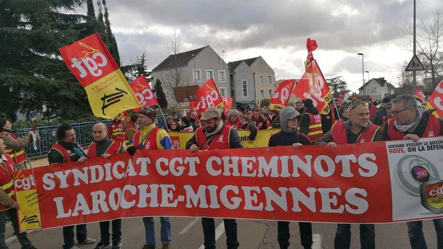 Les manifestants sont partis de l'Inspection académique pour rejoindre le Centre hospitalier d'Auxerre.