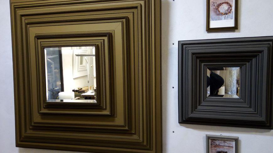 Encadrements de miroirs et photos en.... carton.