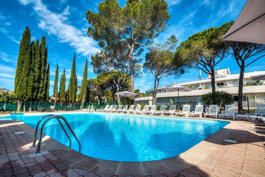 Piscine hotel-résidence Zénitude Fréjus