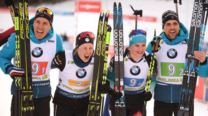 Biathlon : victoire du Jurassien Quentin Fillon-Maillet (à gauche) en relais mixte, à Pokljuka, en Slovénie