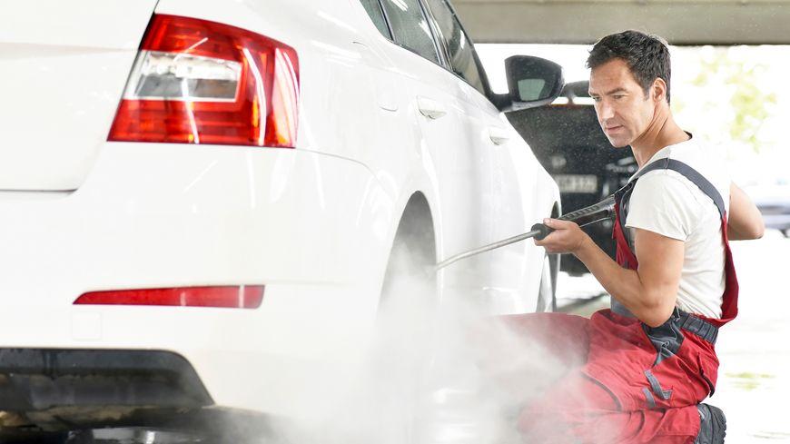 L'ESAT de Cavaillon nettoie votre auto.