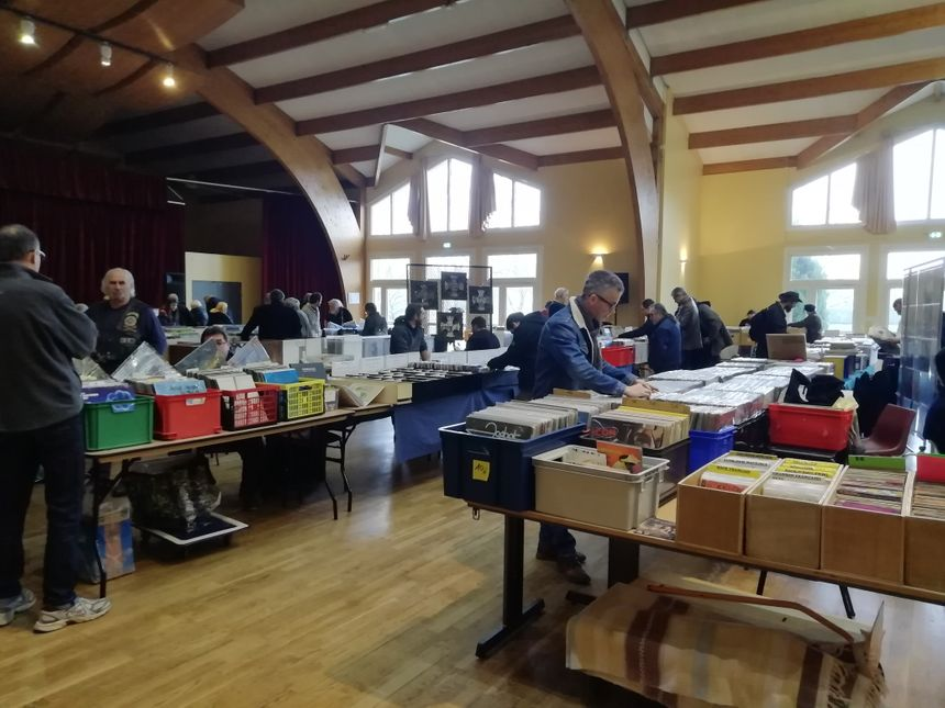 34 exposants étaient présents à la bourse aux disques de Fontaine-le-Comte ce dimanche.