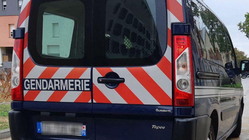 Véhicule de gendarmes. Fourgon de la gendarmerie nationale.