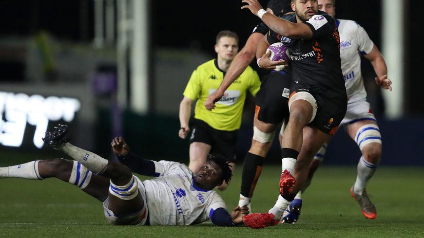 Hans N'Kinsi à terre lors du match face aux Anglais de Worcester en Challenge cup
