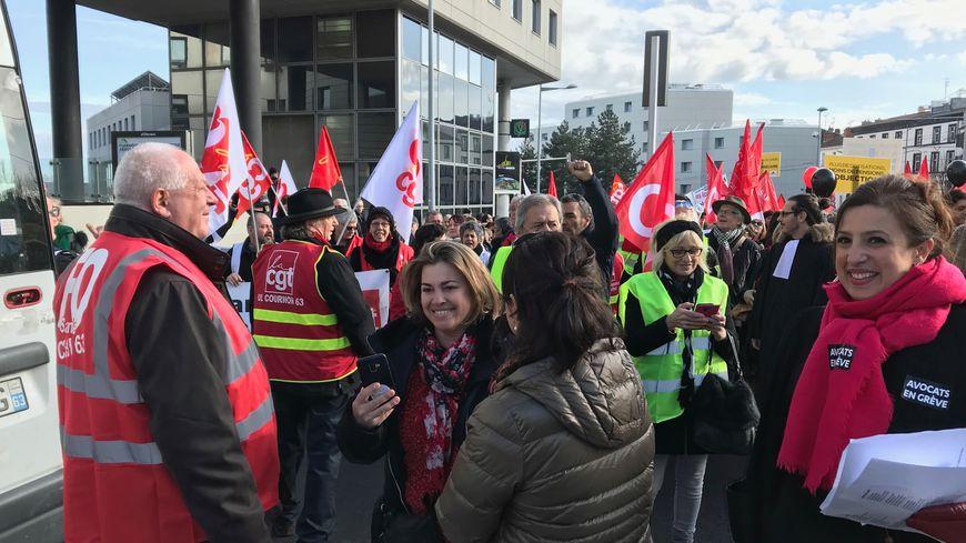 Une centaine d'avocats en grève contre la réforme des retraites se sont joints au cortège au niveau de la place Delille.