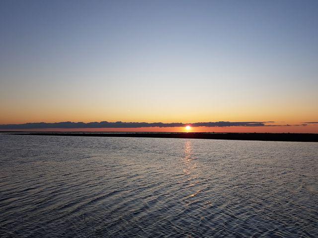 Etang du Galabert (Camargue), et au loin la mer !
