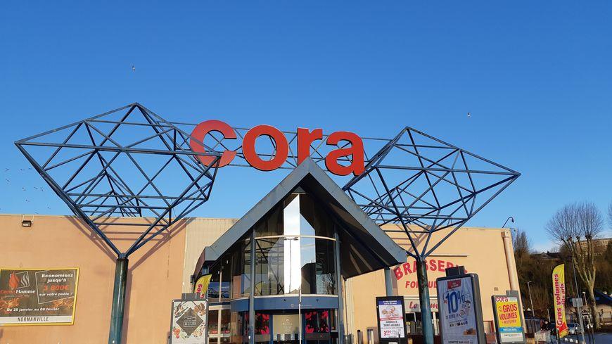 Dix salariés de l'hypermarché Cora d'Évreux devraient être licenciés en septembre 2020