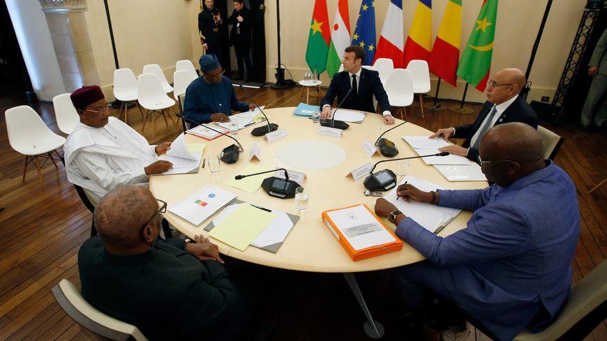Les cinq chefs d'Etat africains et Emmanuel Macron réunis au château de Pau.