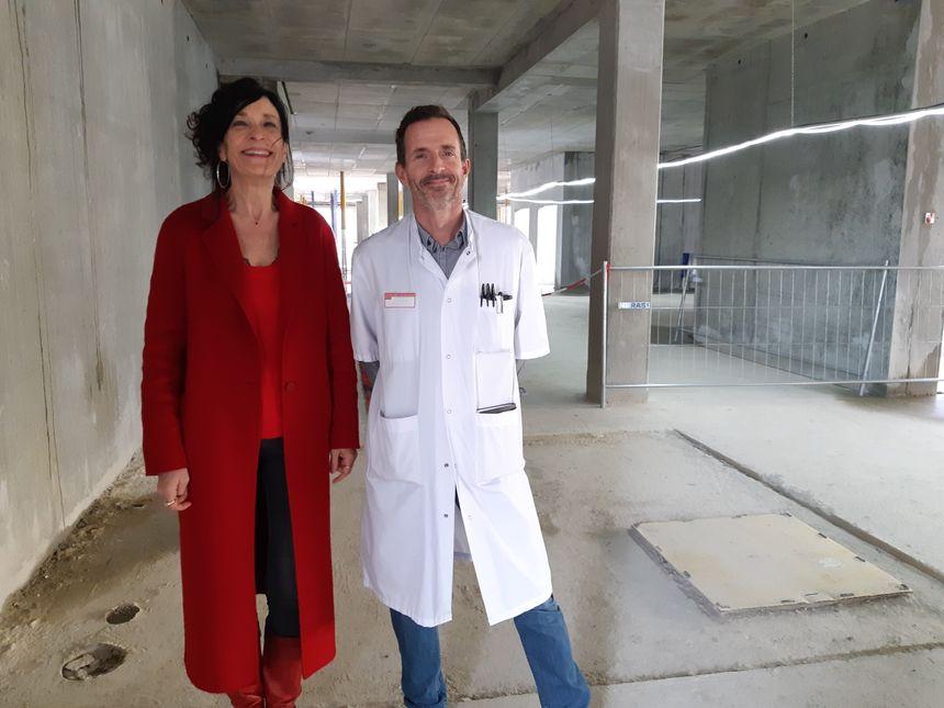 Dr Brigitte Llanas, chef du Pôle pédiatrique et le chef du service de chirurgie infantile, Pr Eric Dobremez