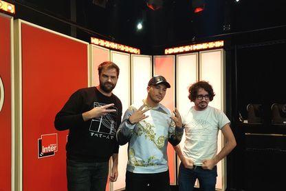 Le rappeur Hornet la Frappe avec Eric et Quentin.