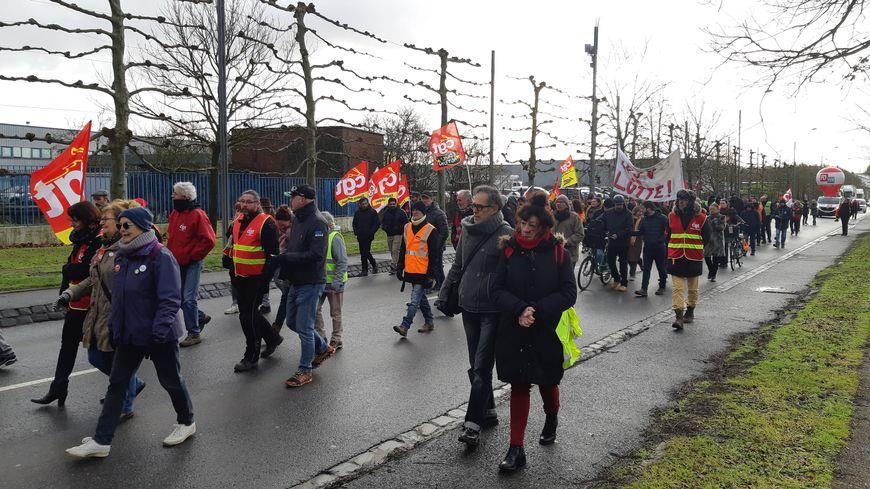 Les manifestants ont notamment défilé sur l'avenue Roger Dumoulin