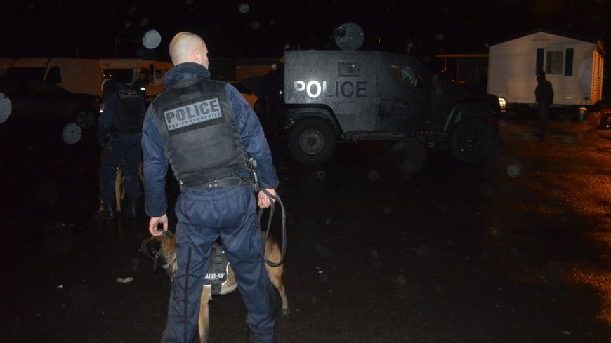 Plus de 60 policiers sont intervenus tôt ce mardi matin dans une aire de gens du voyage à Thorigné-Fouillard (35)