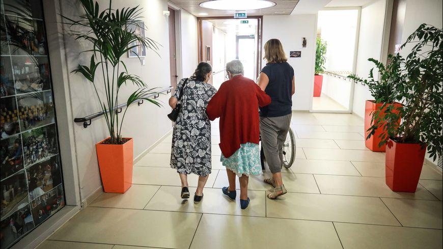 L'Insee a publié des projections sur le nombre de personnes âgées dépendantes en Nouvelle-Aquitaine (photo d'illustration)