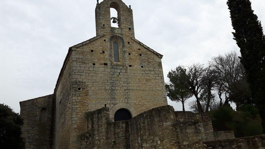 la façade de la chapelle romane