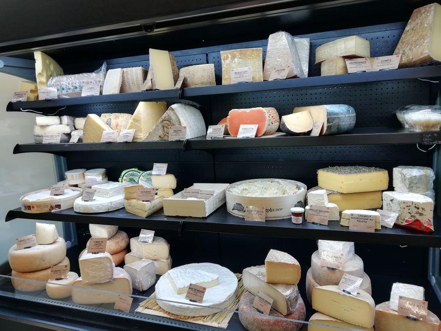 Les fromages de Xirikota, un choix large de produits locaux, de France et d'ailleurs