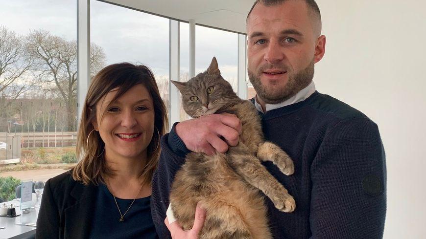 Sabrina Sergent et Benoît Qoeugnet ont transformé le chaton famélique en mascotte du restaurant gastronomique