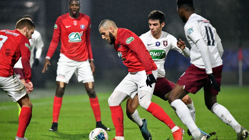 Le FC Rouen s'est largement imposé contre le FC Metz (3-0).