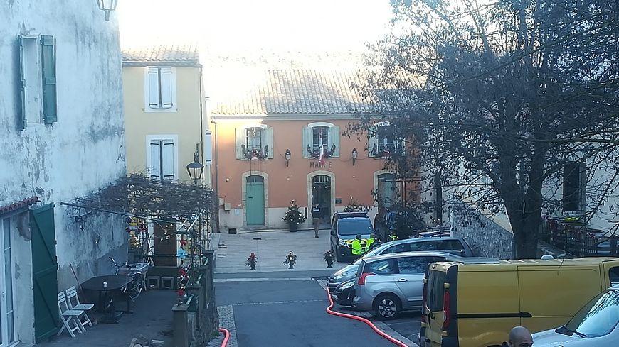 Un homme est retranché chez lui, à Esparron-de-Pallières, il retient sa fille.