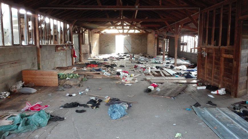 Au Mans, les migrants convoyés par le réseau de passeurs irako-kurde démantelé par Europol trouvaient refuge dans cette ancienne scierie désaffecté, près du circuit des 24 Heures.