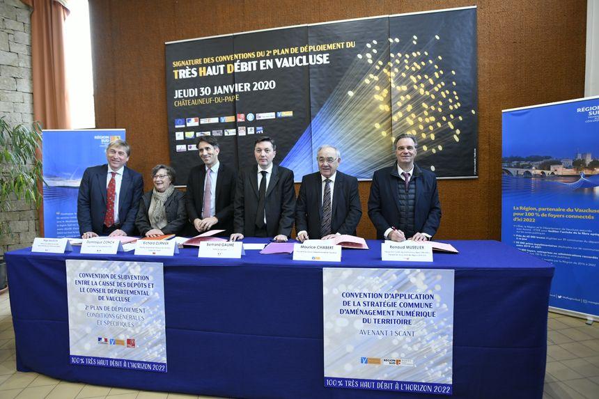 Des signatures de conventions à Châteauneuf-du-Pape pour lancer le nouveau plan de déploiement de la fibre