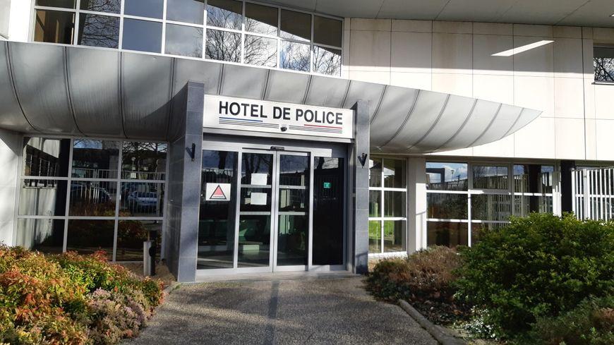 L'hôtel de police de Laval.