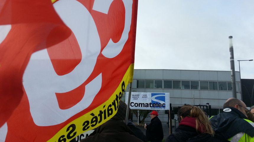 Une centaine de salariés et de militants CGT se sont rassemblés de l'usine Comatelec
