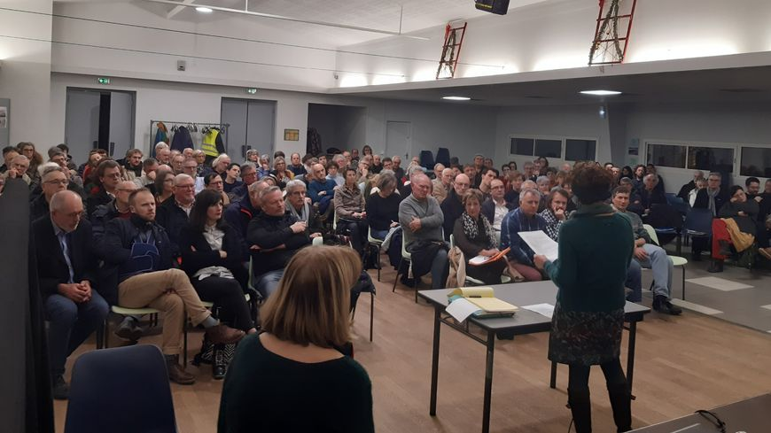 Environ 140 personnes ce jeudi à Louvigny pour une réunion de l'association contre l'allongement de la piste de Caen-Carpiquet