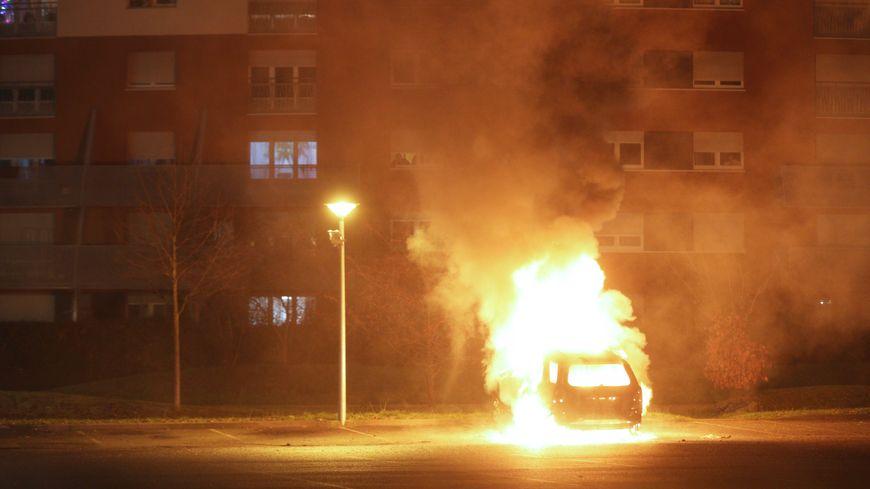Voiture brûlée à Strasbourg, le 31 décembre 2018 (photo d'illustration)