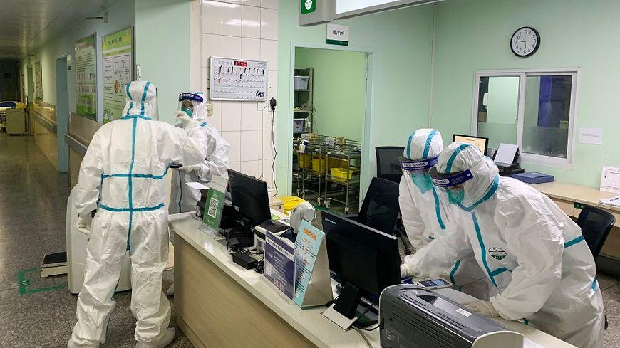Dans un hôpital de Wuhan, l'épicentre de l'épidémie, en Chine.