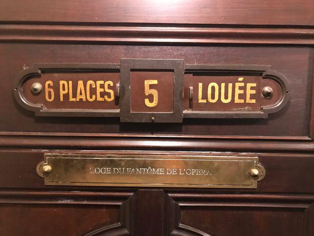 La porte d'entrée de la loge numéro 5