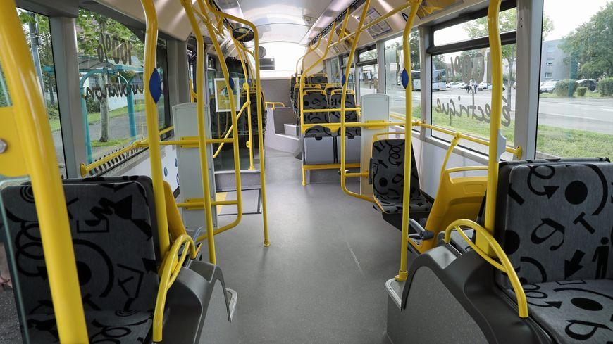 Les bus sont bloqués par des manifestants au dépôt de la Soléa à Mulhouse.