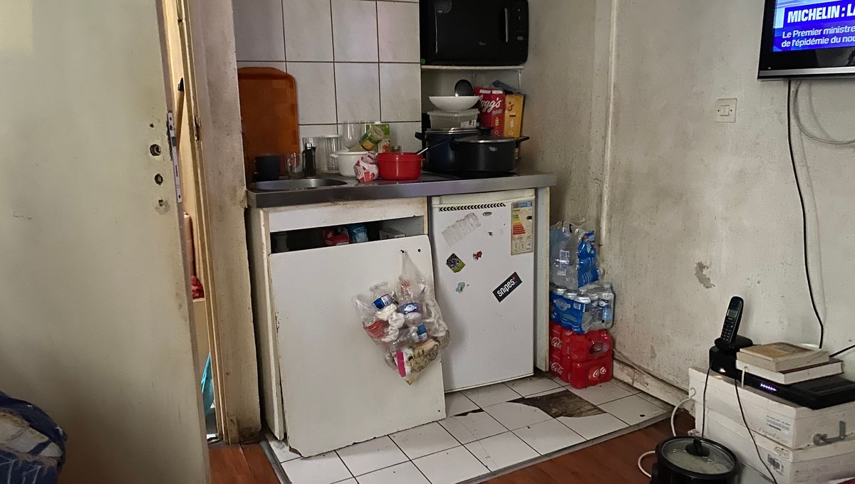 Mal logement à Paris : depuis 10 ans, Mireille et ses trois enfants vivent dans 26 m²