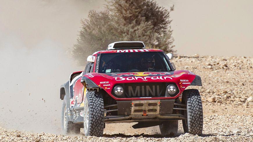 La voiture de Stéphane Peterhansel sur la neuvième étape du Dakar 2020.